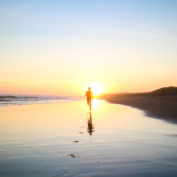 backlit-beach-boy-694587